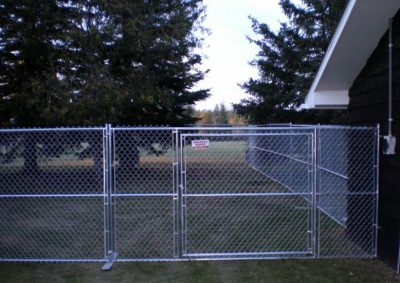 Portable chain link panel with Gate
