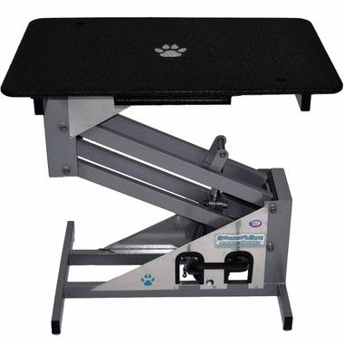Hydraulic dog grooming table by Groomer's Best